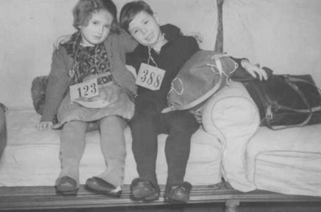 Two Jewish children arriving in the UK from Germany in December 1938 as part of Kindertransport / Photo credit: Institute of Contemporary History and Wiener Library Limited