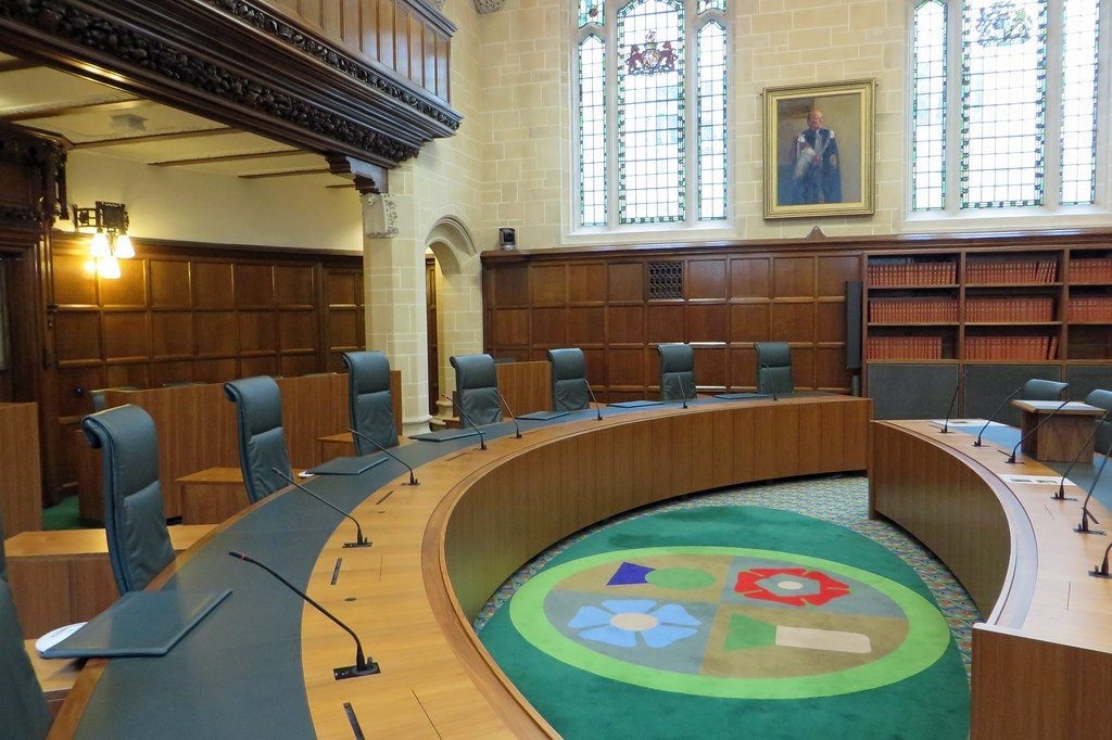 On the carpet, clockwise from top left, a thistle, rose, leek and flax representing Scotland, England, Wales and Northern Ireland Photo credit: UK Supreme Court (Court 1) by diamond geezer, licensed under CC BY-NC-ND 2.0